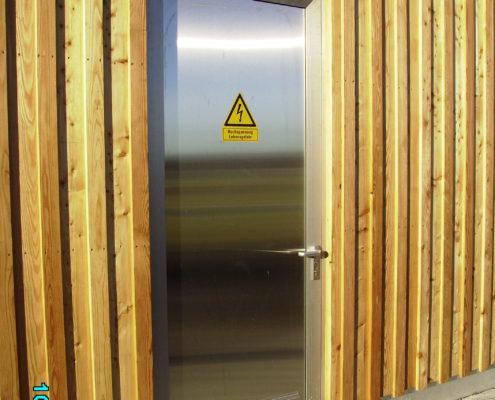"""Tür aus Aluminium in """"Edelstahloptik"""""""